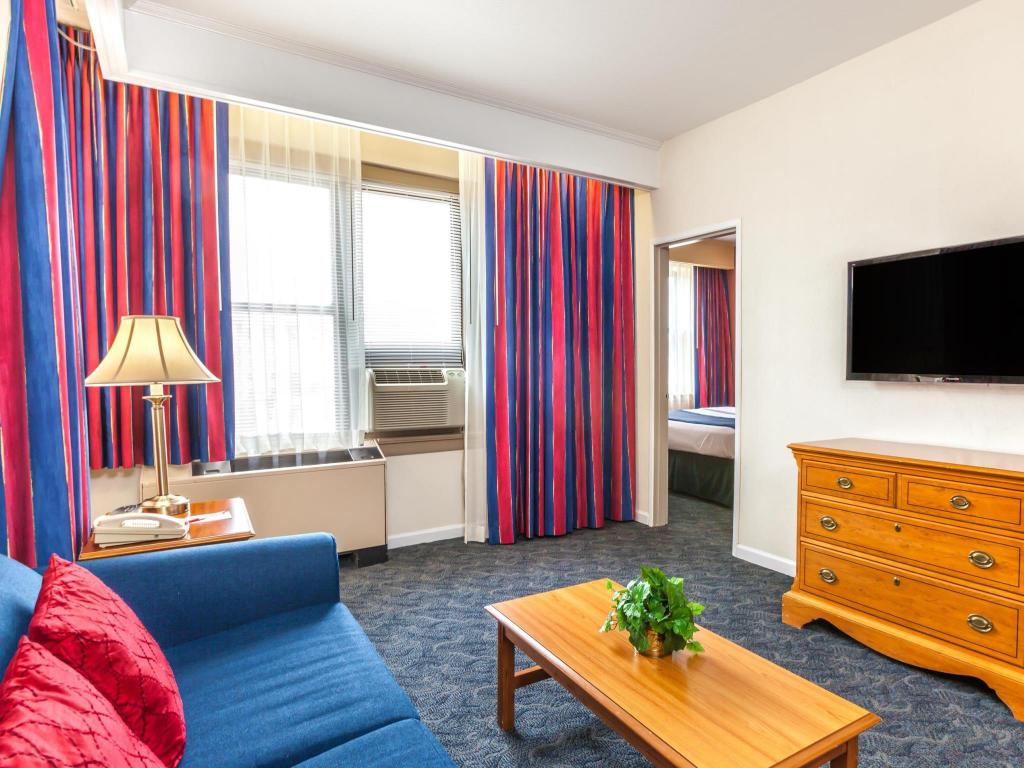Vista Interior Ramada by Wyndham Jersey City