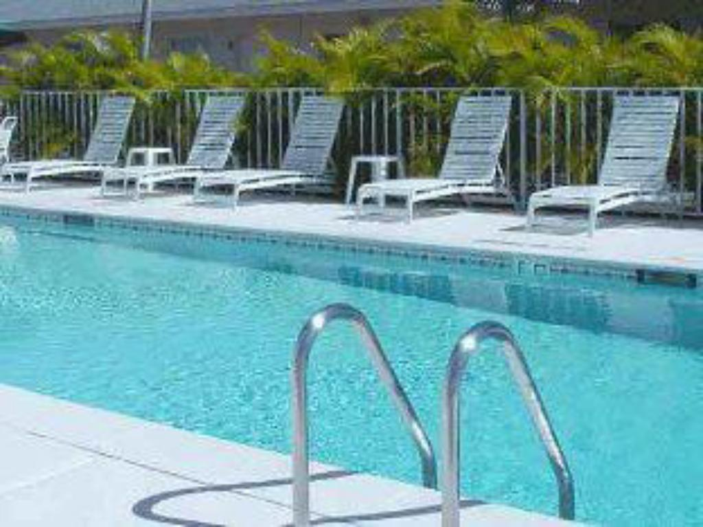 Piscina Marco Island Lakeside Inn