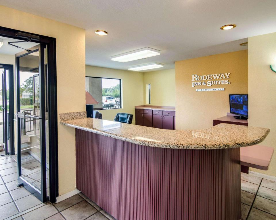 avla Rodeway Inn and Suites Hwy 290 NW