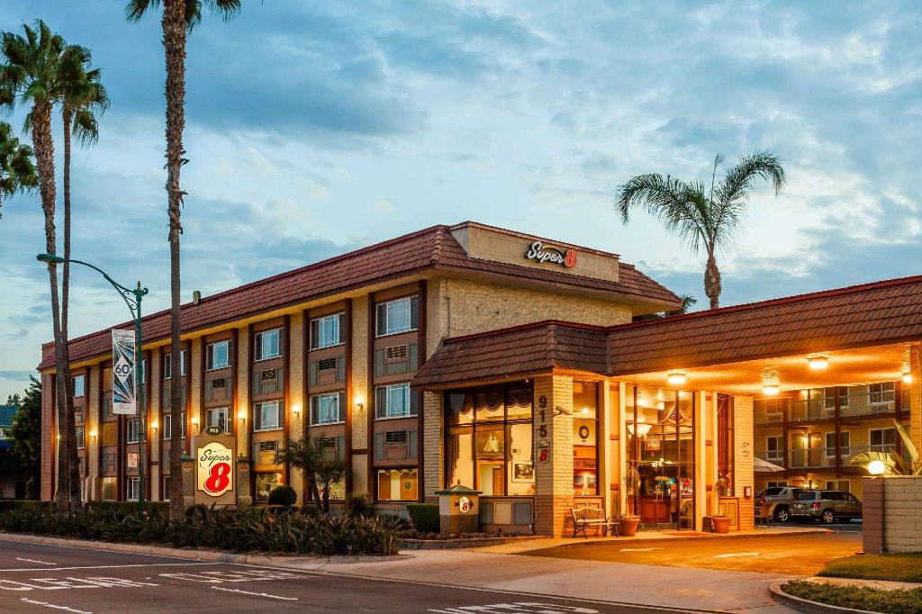 Super 8 By Wyndham Anaheim - Disneyland Drive