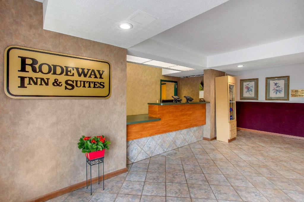 Lobby Rodeway Inn and Suites near Outlet Mall - Asheville