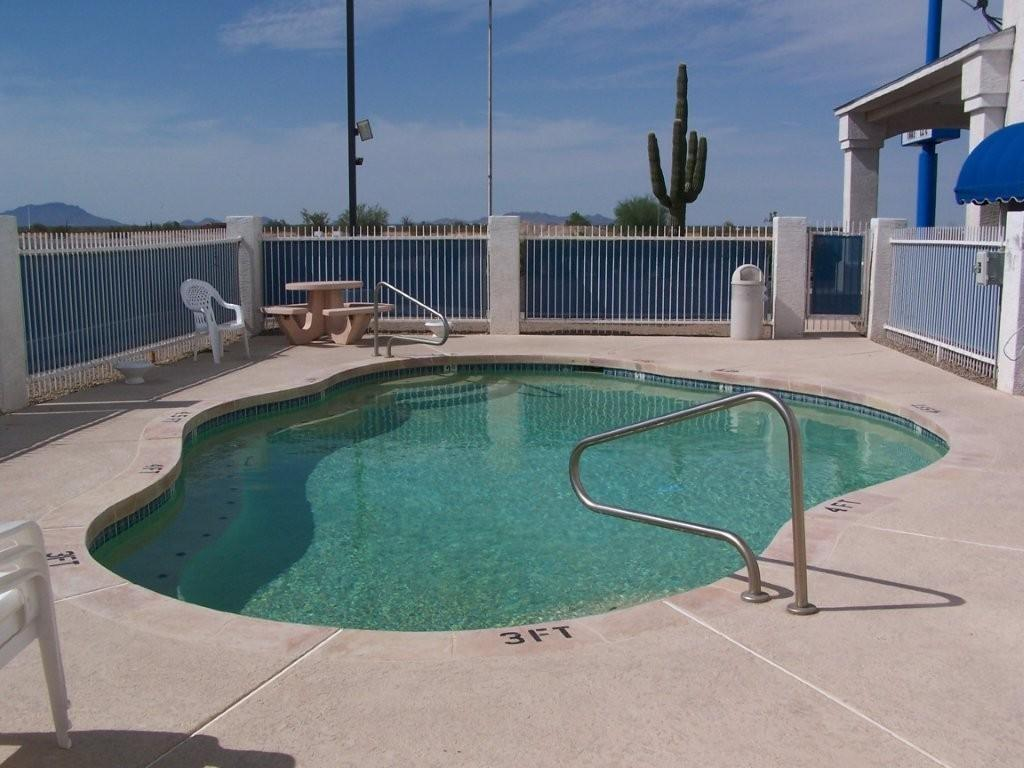 Piscina externa Americas Choice Inn and Suites Gila Bend