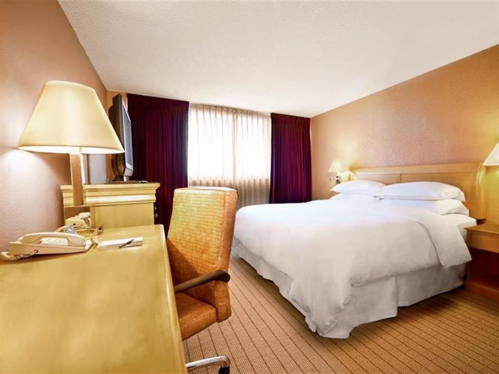 Traditional Room Le Meridien Fort Lauderdale Airport and Cruise Port Hotel
