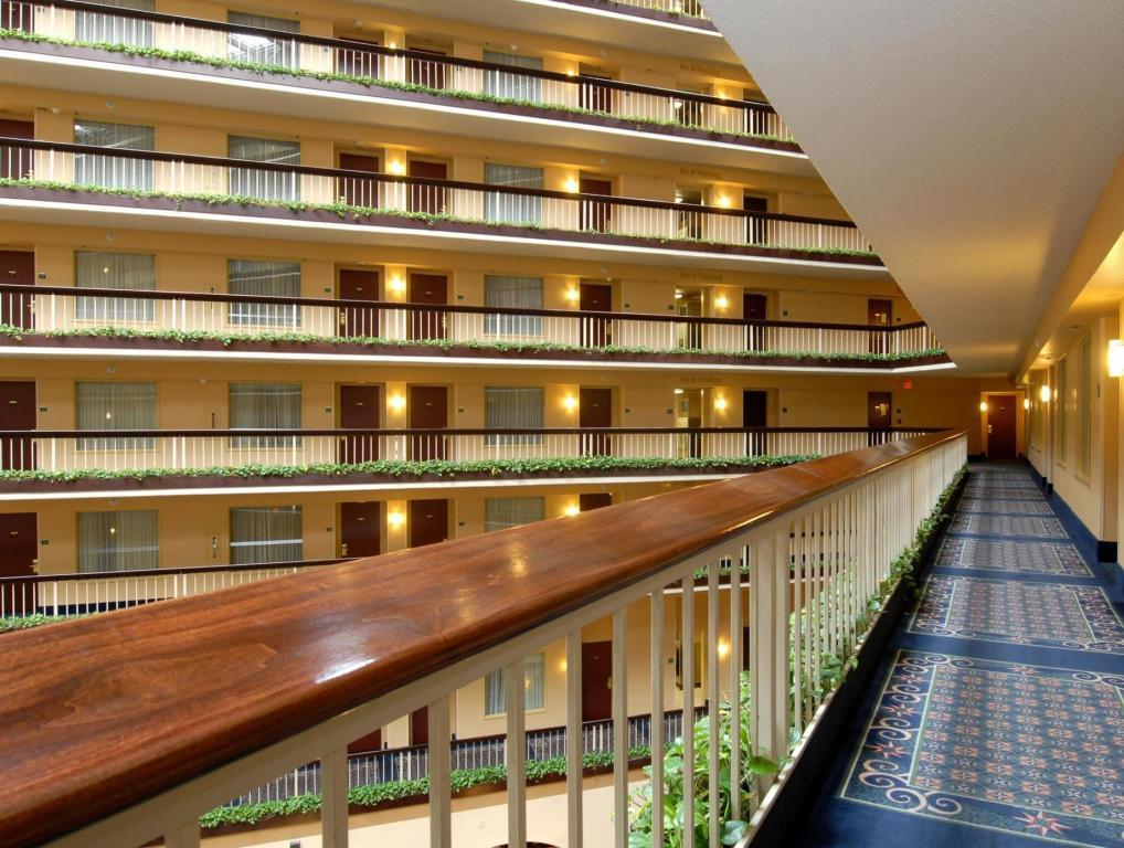 Pemandangan dalam Embassy Suites Hotel Dallas - Love Field