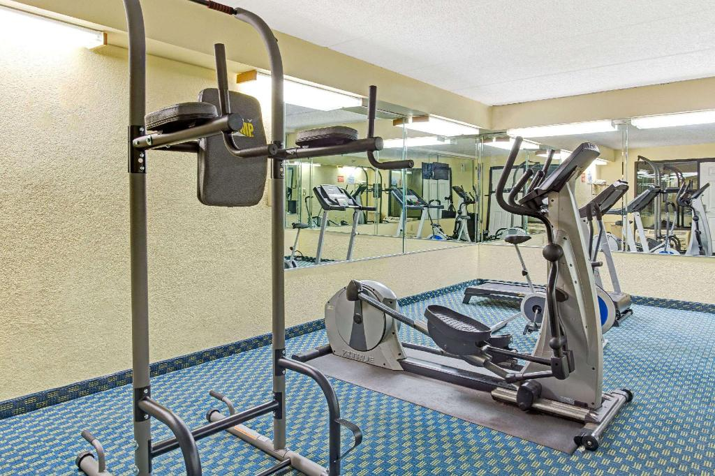 Fitness center Baymont by Wyndham Kissimmee