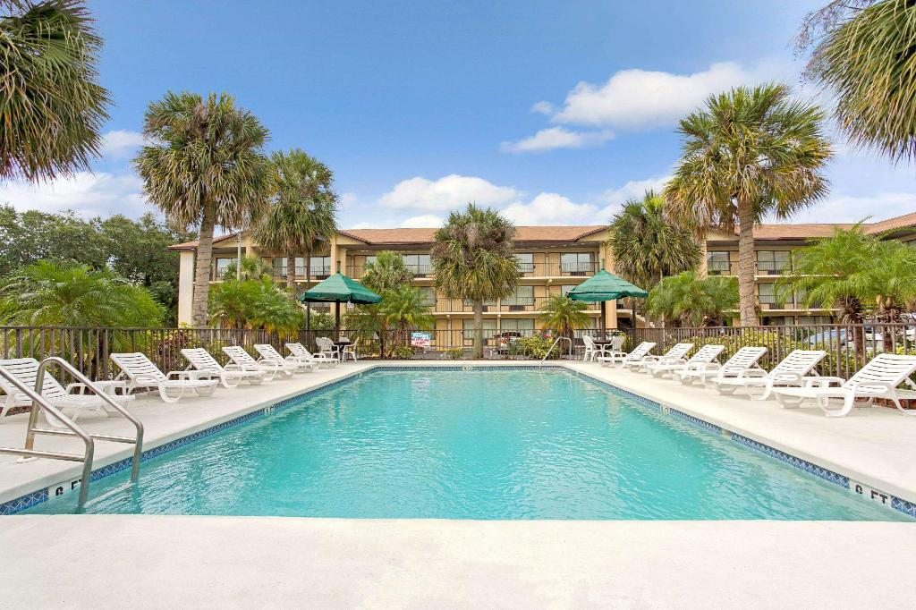 Swimming pool [outdoor] Baymont by Wyndham Kissimmee