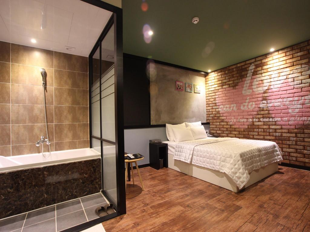 Standard Double Room Hotel G7
