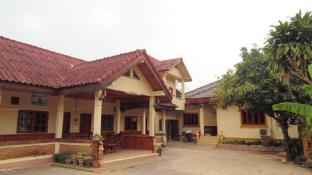 Thipchalern Houngheuang Guesthouse 2