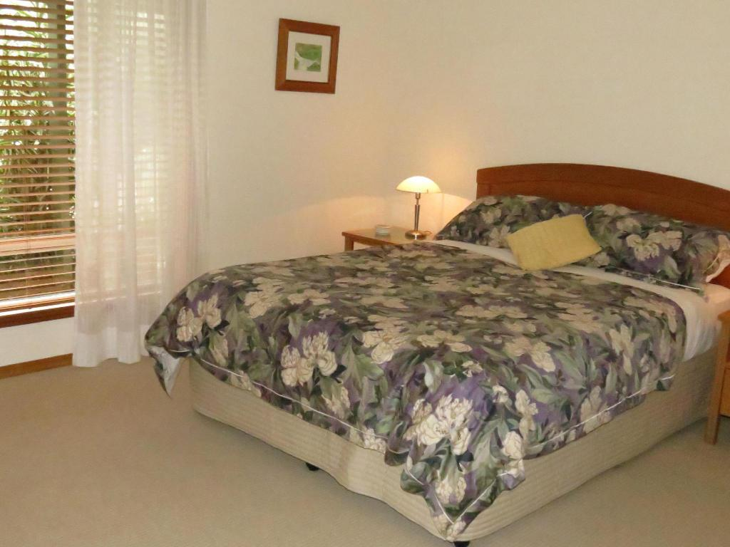 Queen Suite - Bed Braeside Bed and Breakfast Maleny