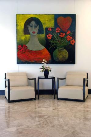 Lobby GALLERYone - DoubleTree Suites by Hilton Hotel
