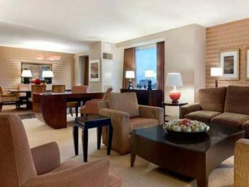Executive Kingsize Bett - Zimmeransicht Hilton Americas Houston Hotel