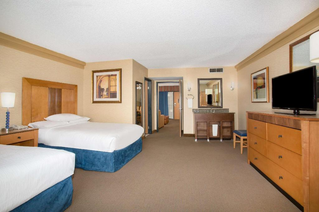 2 Double Accessible Room with Tub Embassy Suites Phoenix Biltmore Hotel