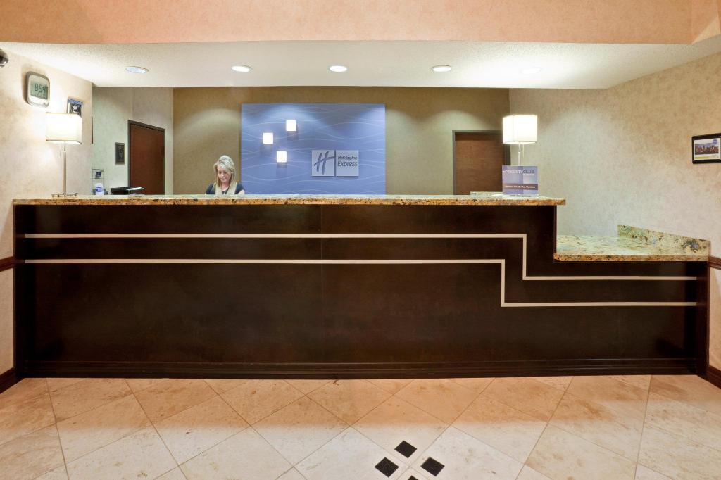 Vairāk par Holiday Inn Express Hotel & Suites Dallas Park Central Northeast
