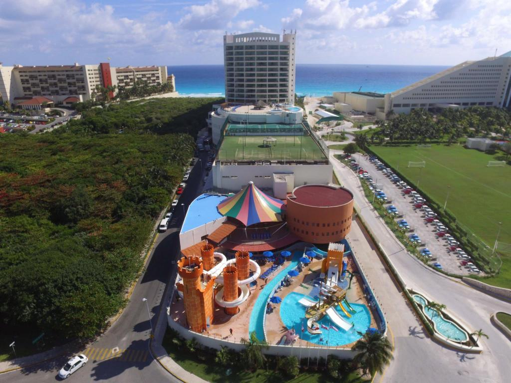 منتجع سيدوست كانكون فاميلي (Seadust Cancun Family Resort)