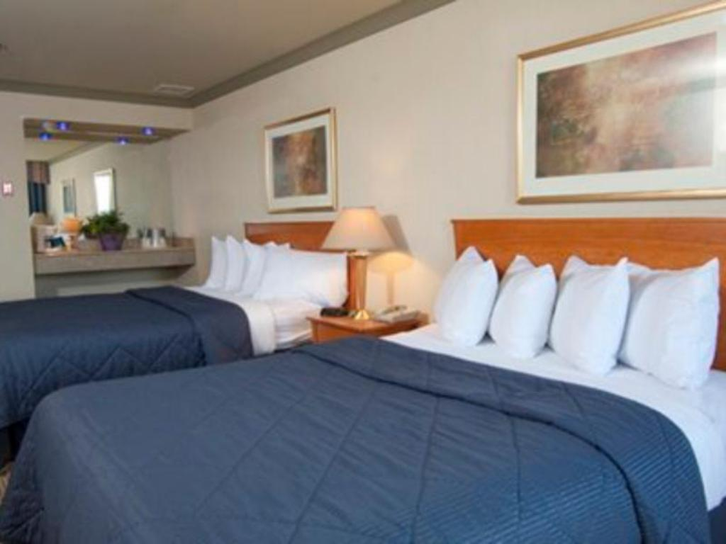 Queen Room with Two Queen Beds - Non-Smoking - Bed Clarion Hotel & Suites
