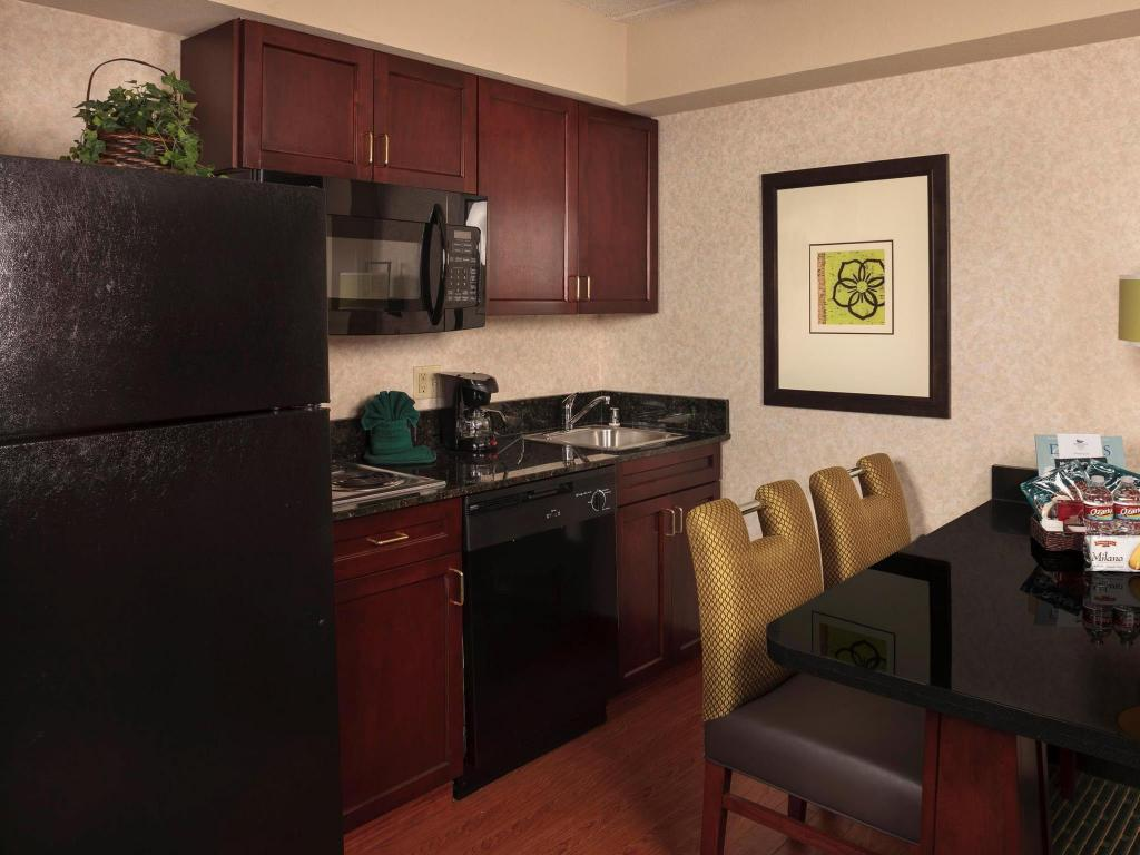 Suite with 1 King Bed, 2 Double Beds and Roll-In Shower - Mobility and Hearing Accessible, Non-Smoking - Pemandangan dalam Homewood Suites by Hilton Dallas-Market Center