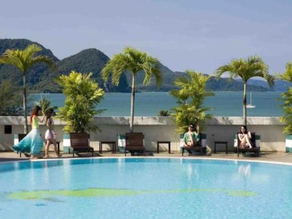 Swimming Pool Bayview Hotel