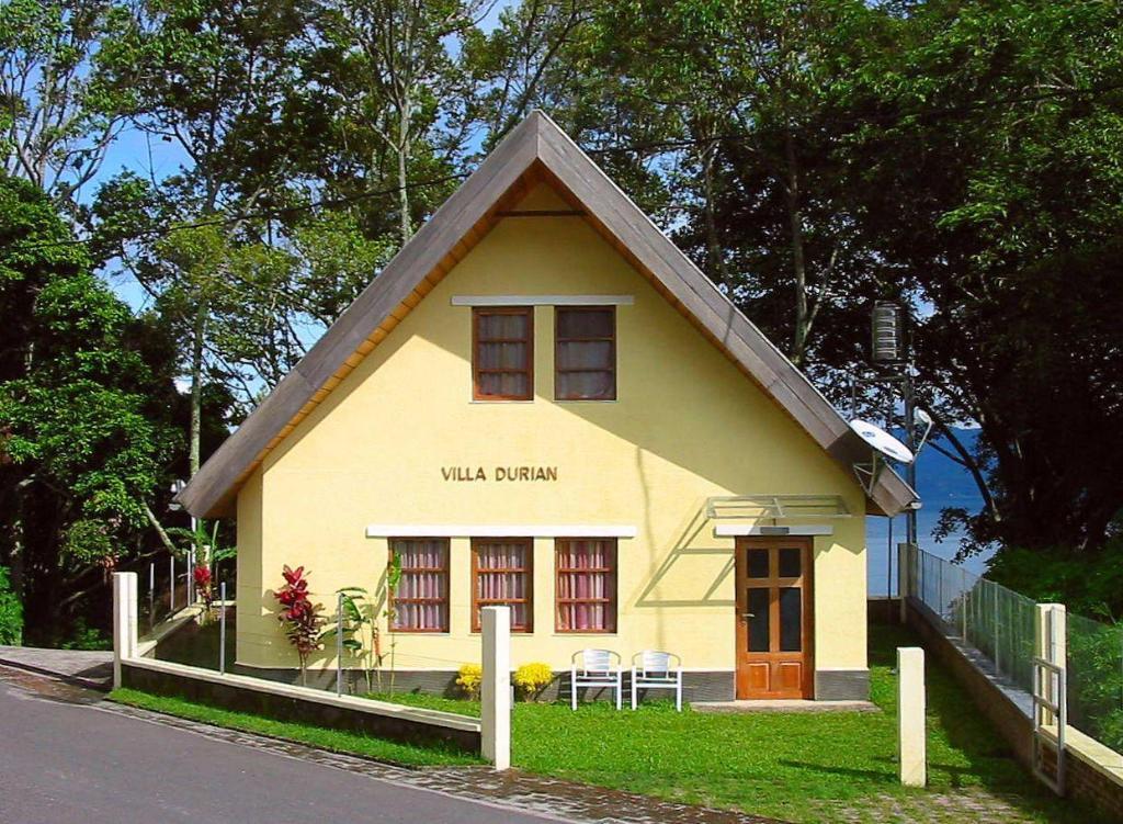 Villa Durian Tuk Tuk Timbul in Samosir - Room Deals, Photos