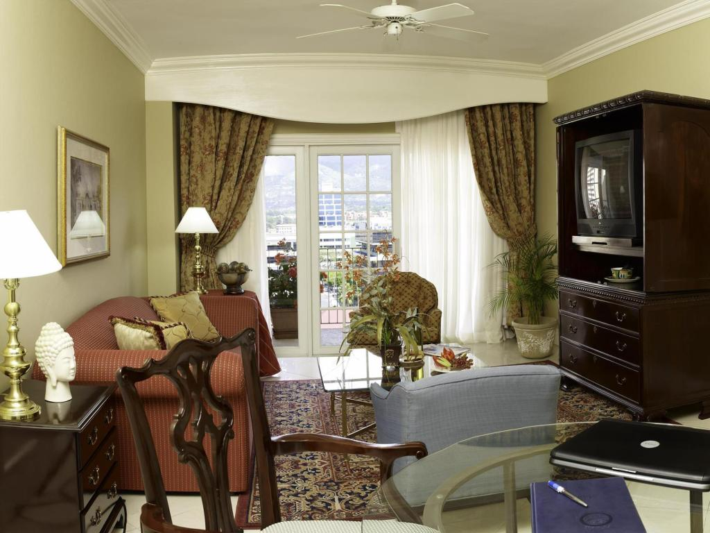 Interior view Courtleigh Hotel & Suites