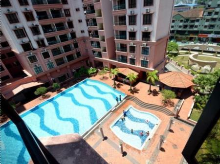 Swimming pool KK City Holiday Suites at Marina Court Resort Condominium