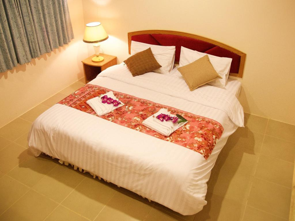 Standard Double Bed with Fan - Guestroom Baan Kasirin 2