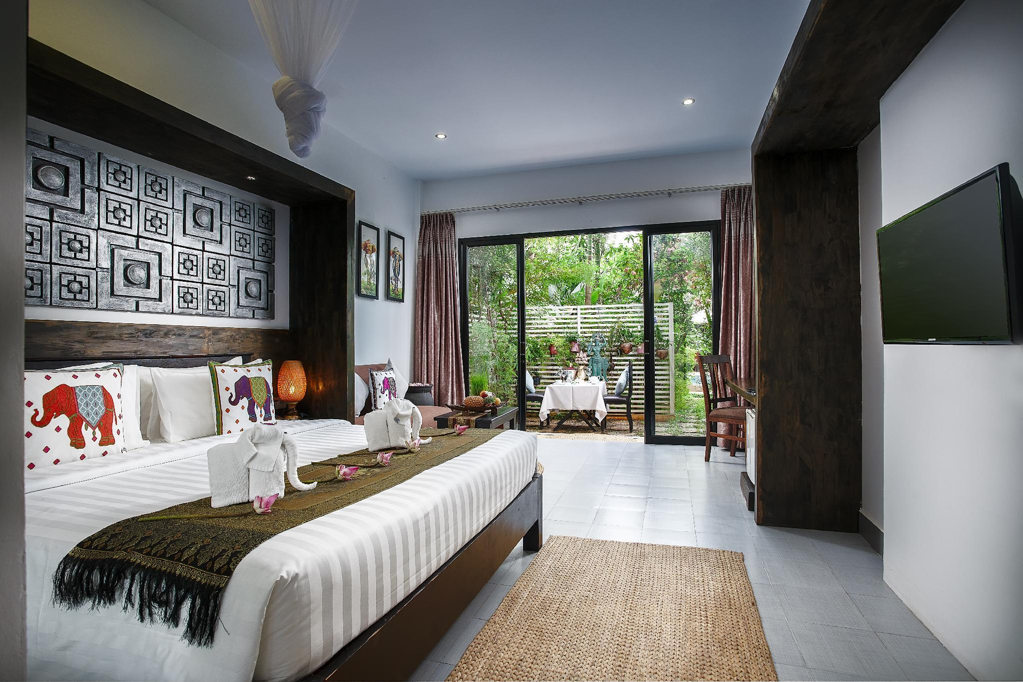 Cabana Room with Private Garden and Pool View