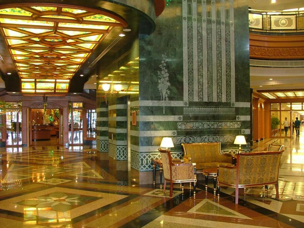 Lobby The Rizqun International Hotel