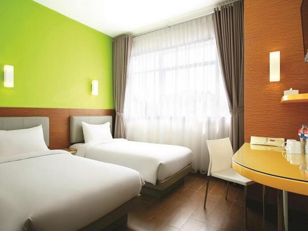 Kamar Smart Twin Amaris Hotel Cilegon