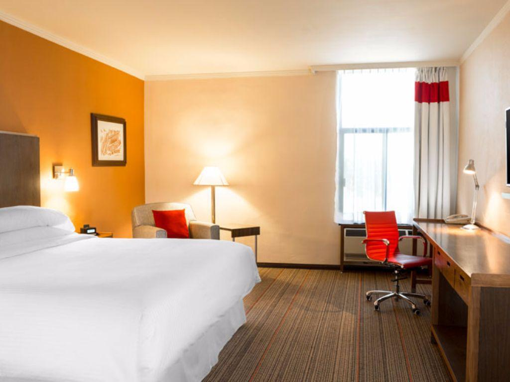 Traditional King Room - Disability Access - Guestroom Four Points by Sheraton Saltillo