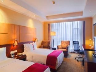 2 Double Beds Executive Club Room Smoking