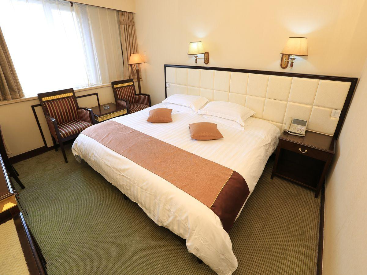 Business Room with King Bed