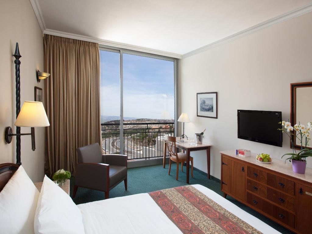 Comfort Room City View - Guestroom Golden Crown Hotel