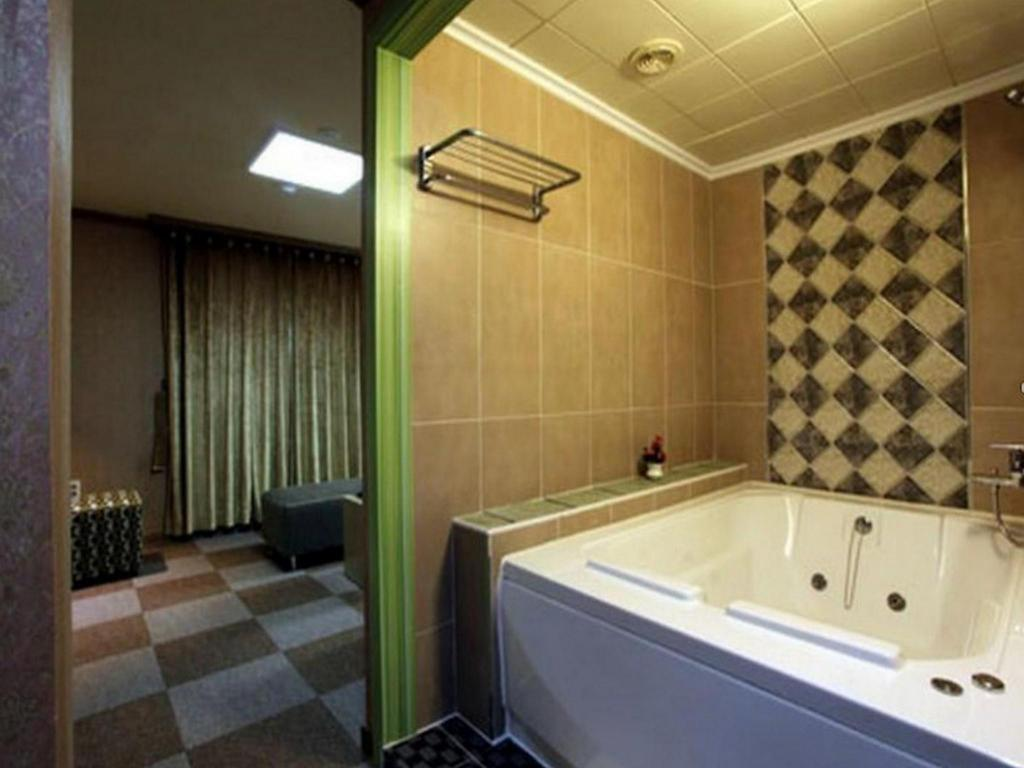 Bathroom Chuncheon Tourist Hotel