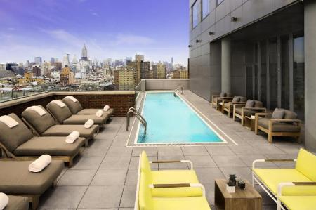 Swimming pool Hotel Indigo Lower East Side