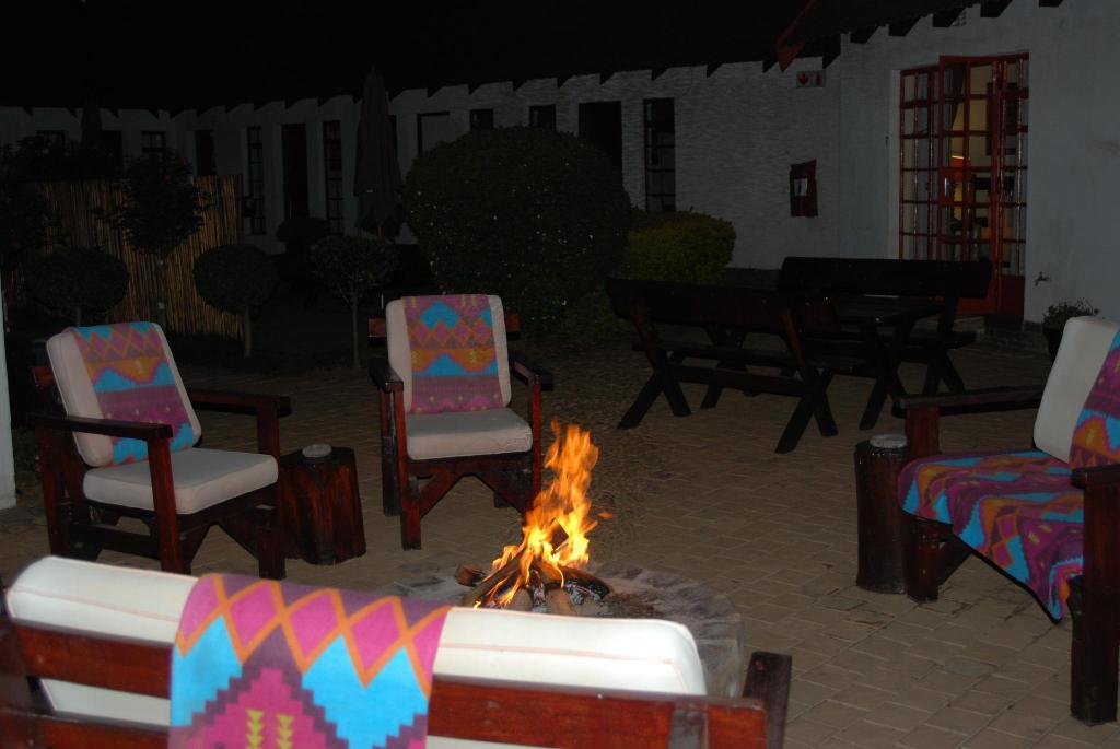 Vestíbulo Journeys Inn Africa Guest Hospedaje (Journeys Inn Africa Guest Lodge)
