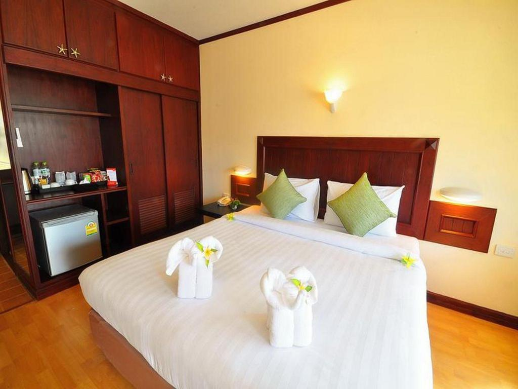 Deluxe Double or Twin Pool View - Bedroom Isle Beach Resort