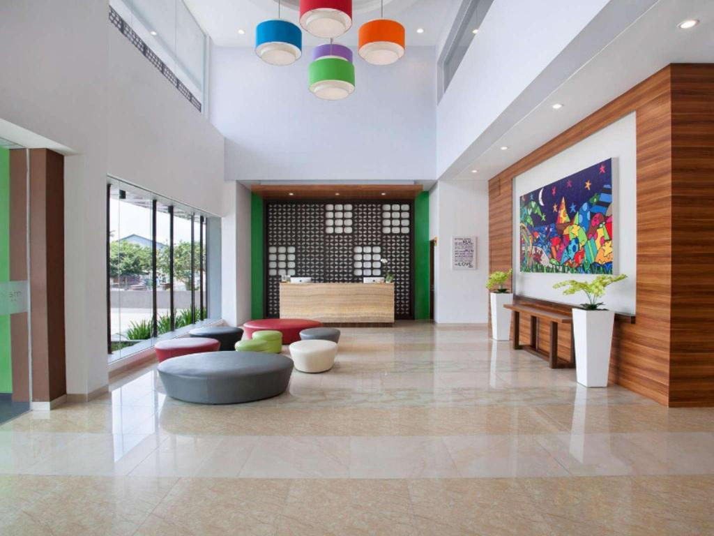 Lobby MaxOneHotels at Belstar Belitung