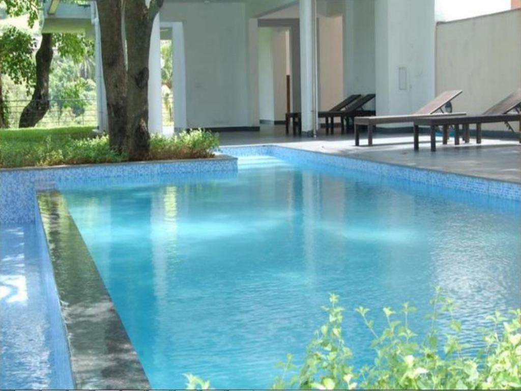 Swimming pool The Golden Pearl Calem Grove Hotel