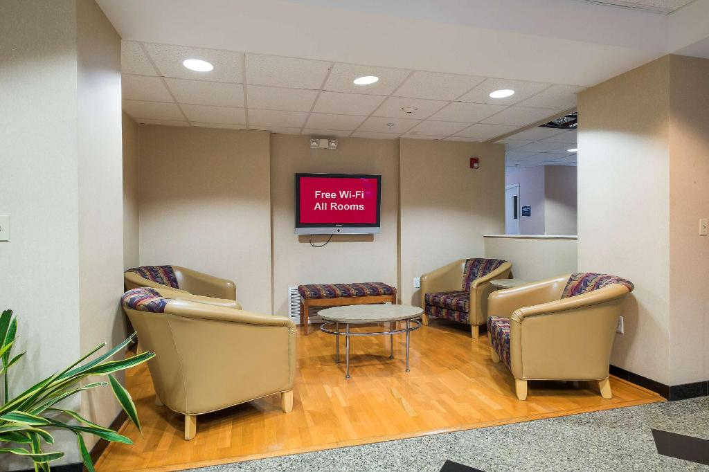Lobi Red Roof Inn & Suites Philadelphia - Bellmawr