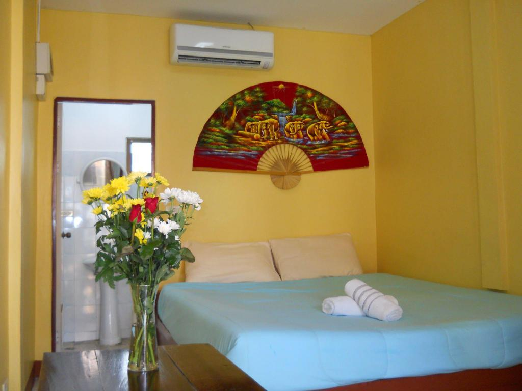 Standard Zimmer - Bett The Empire Samui Guest House