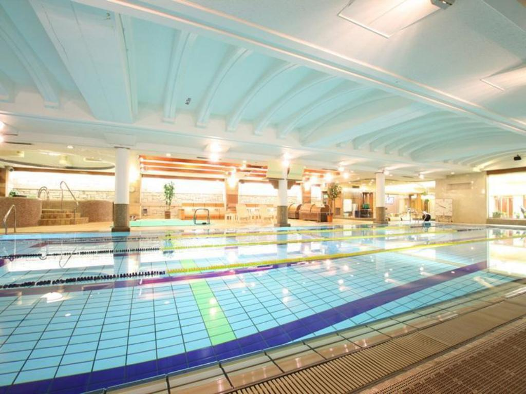 Swimming pool New Japan Capsule Hotel Cabana For Men