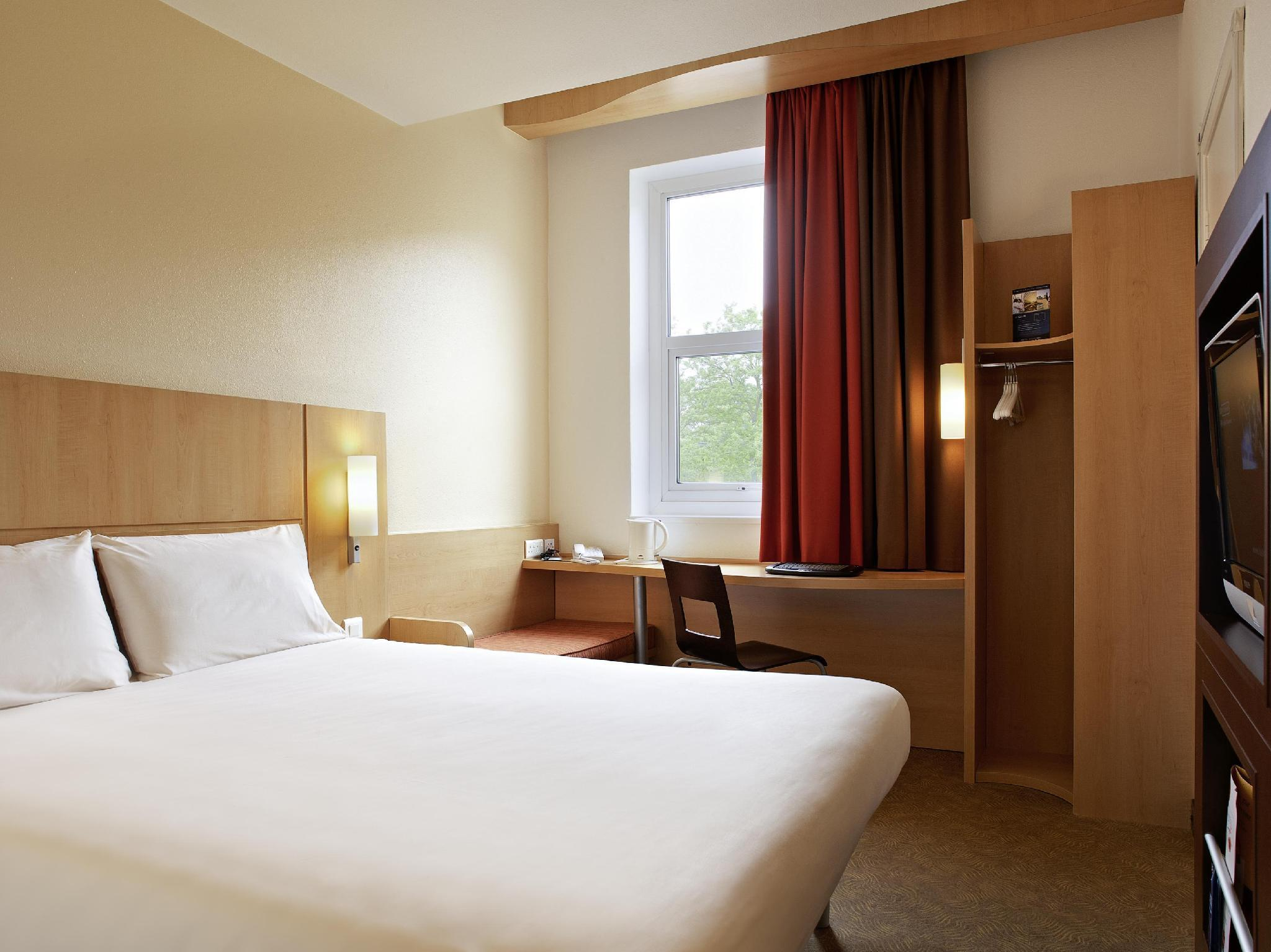 Standard Double Room Best Price on Ibis