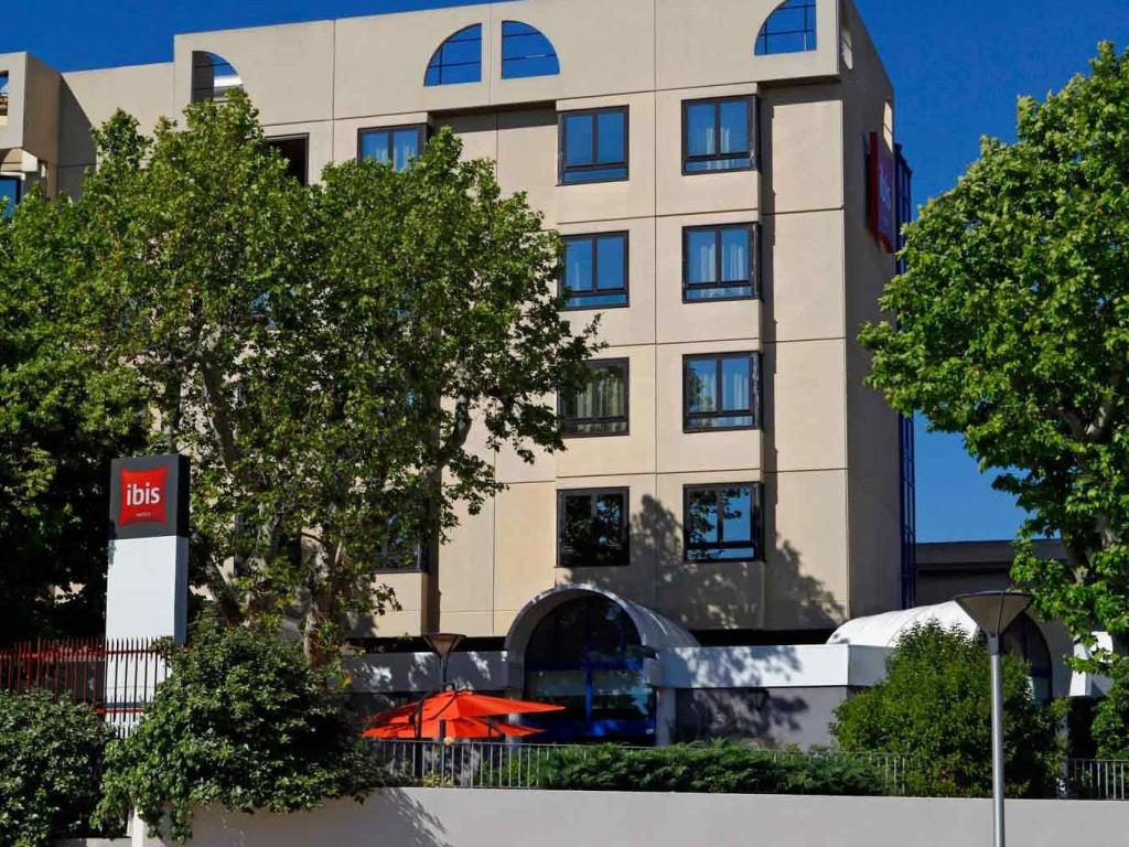 Ibis marseille centre gare saint charles in france room deals photos reviews - Distance gare saint charles port marseille ...