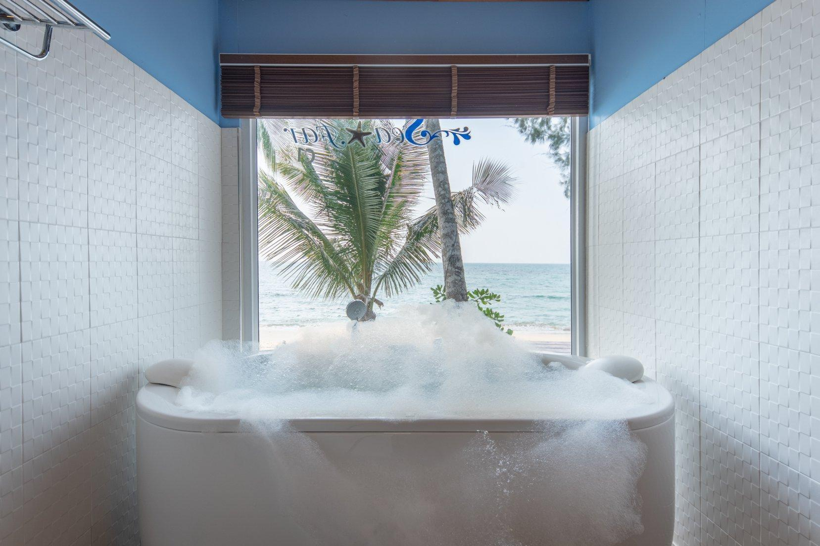 Strand-Bungalow mit Whirlpool (Beach Bungalow with Jacuzzi)