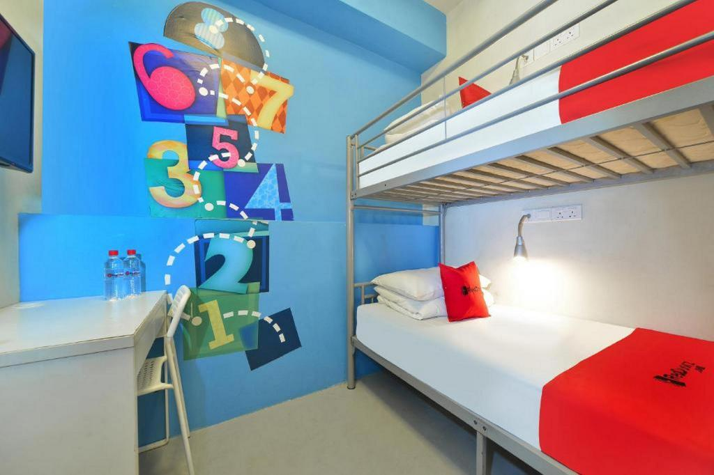 Private Twin Room with Shared Bathroom - Bedroom RedDoorz Hostel @ Beach Road (SG Clean Certified)