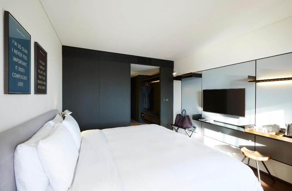 Standard Queen - Bed GLAD Hotel Yeouido Seoul (Design Hotels™)