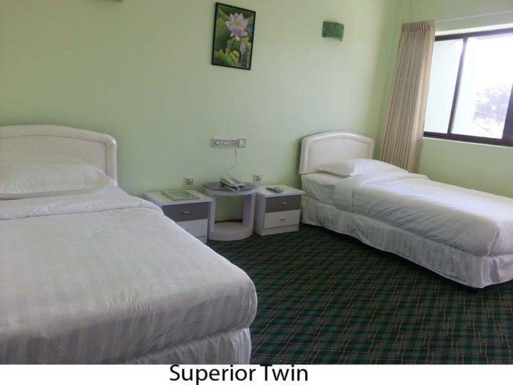 Deluxe Twin - 2 Single Beds - Bed Royal Jasmine Hotel