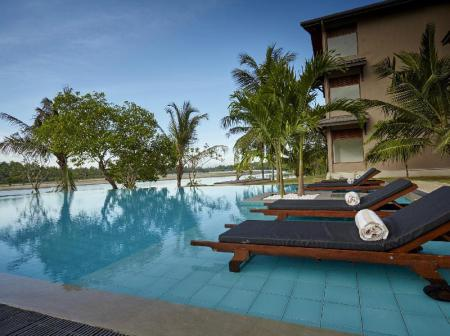 Swimming pool Amaranthe Bay Resort & Spa