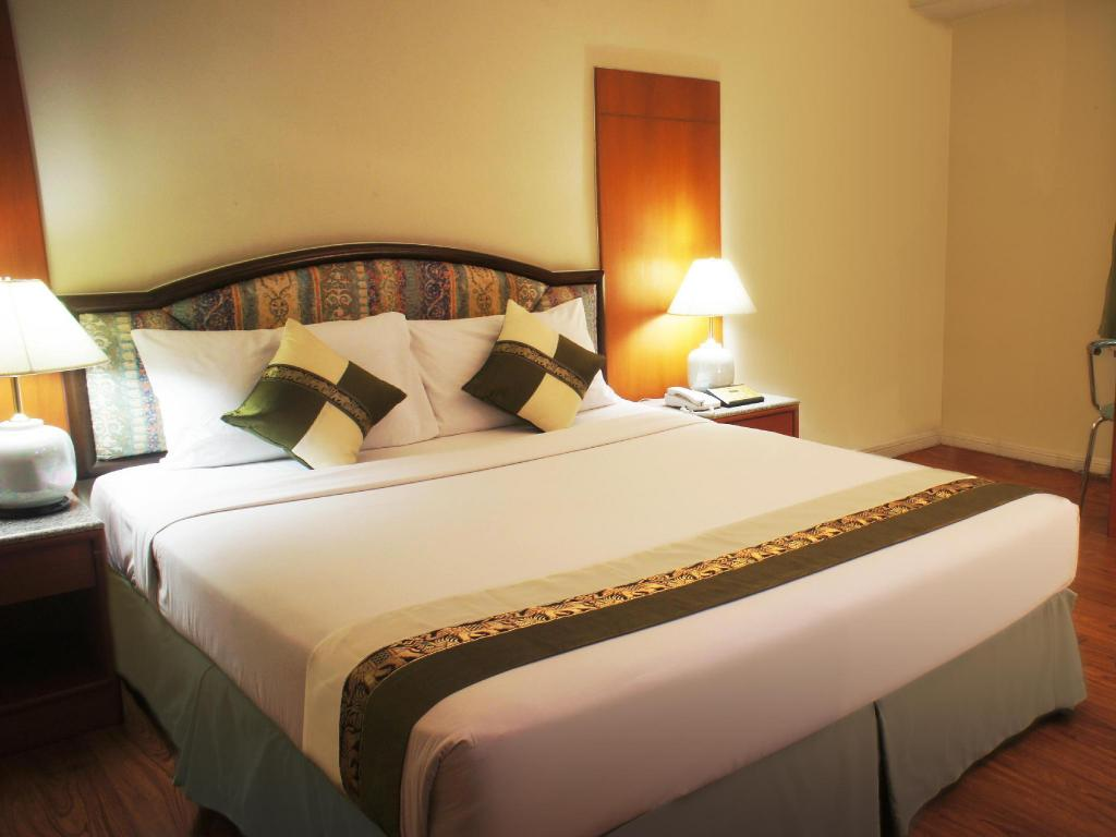 Superior Double Bed - Bed Lee Gardens Plaza Hotel