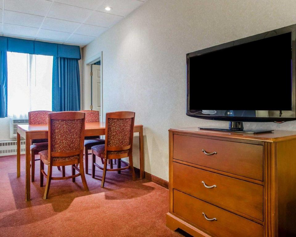 2 Camas Queen Fumadores - Vista aérea Quality Inn & Suites Downtown (Quality Inn and Suites Downtown Green Bay)